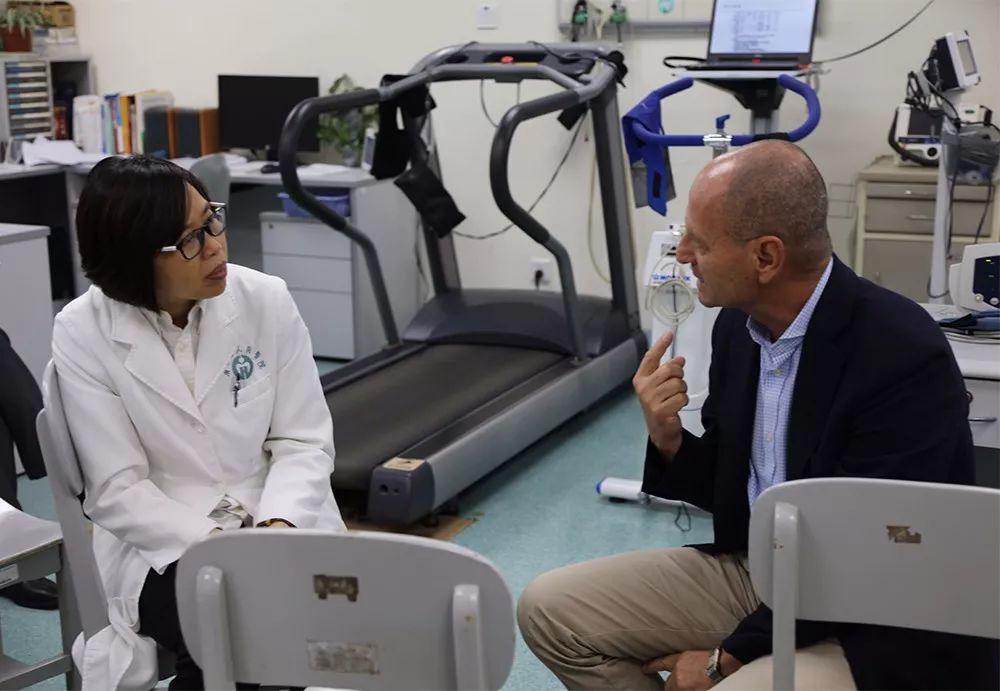 法比奥•贝洛托教授与郭兰教授等专家进行深入探讨。
